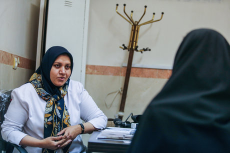 نسیبه حیدری پزشک زنان و زایمان که در ایران مهاجر بود