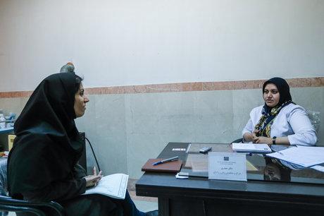 نسیبه حیدری پزشک زنان و زایمان و یک مهاجر افغانستانی که در ایران تحصیل کرد