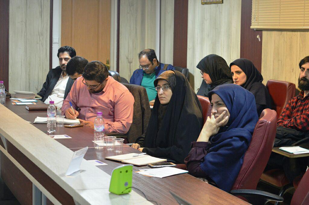 حاضرین در جلسه نشست پزوهشکده سیاست گذاری شریف